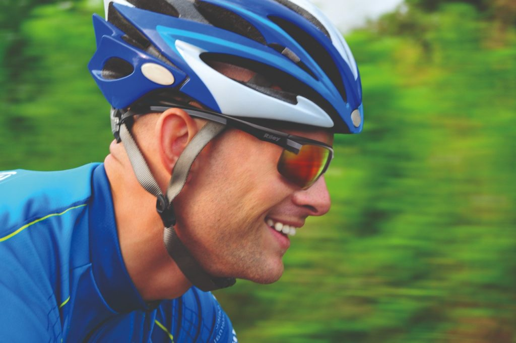 Protective glasses for sports